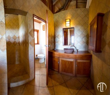 Villa Hermosa Bathroom, San Juan Vacation Rental at Finca Las Nubes